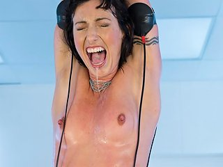 Isis Love Wenona In Isis Love And Wenona In Electrified Wrist Suspension Electrosluts Txxx Com