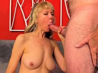 Sexy Mature Slut Gets Introduces Herself She Takes Off Her