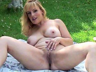 Solo Hottie Likes To Masturbate Outdoors Nuvid