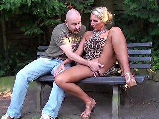 Fremder Typ Spricht Geile Milf Im Park An Und Darf Ficken Hdzog Free Xxx Hd High Quality Sex Tube