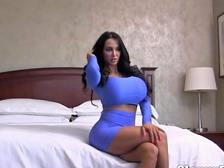 Mia Rose Is A Smoking Hot Teen Brunette Who Likes To Suck Dicks For Cash Upornia Com