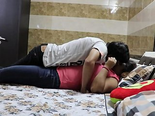 Hot Amateur Sex With Chubby Indian Milf