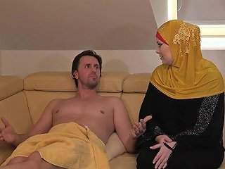 Busty Hijab Girl Alexa Bold