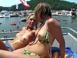 Pussy Pleasing With Hot Bikini Babes In A Sex Party