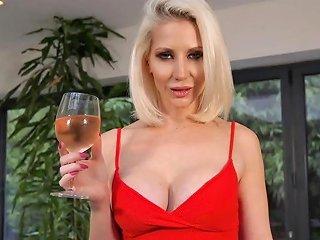 Sexy Babe Jennifer Jade Seduces Best Friends Boyfriend