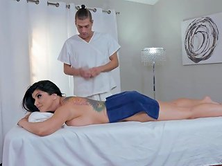 During The Massage Romi Rain Gets Her Pussy Banged By A Therapist