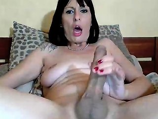 Horny Mature Toys Her Big Pussy On Webcam Nuvid