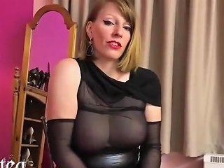 Nylon Queen Anett Larmann In Hot Pantyhose
