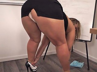 Mouth Watering Bbw Ashley Rider Is Flashing Her Twat During The Presentation